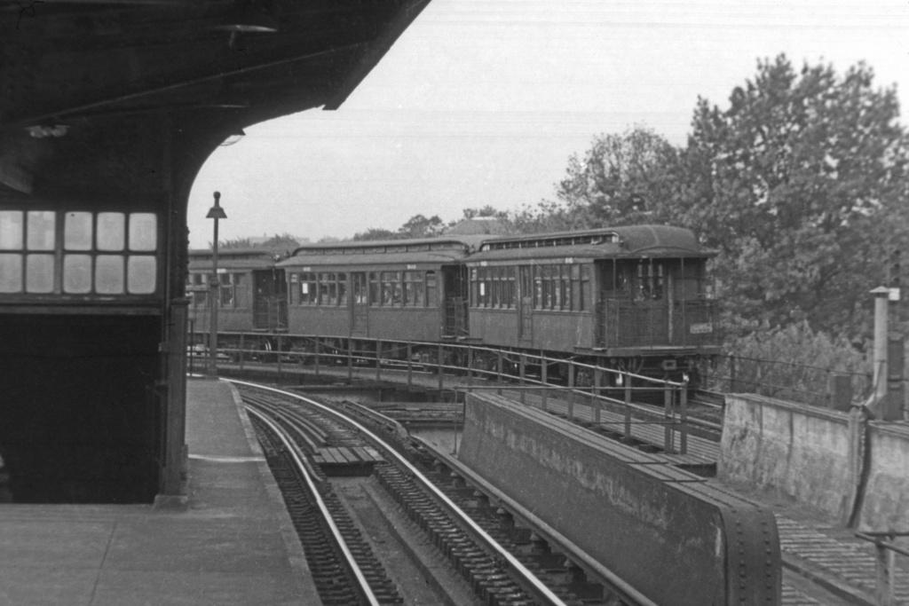 (151k, 1024x669)<br><b>Country:</b> United States<br><b>City:</b> New York<br><b>System:</b> New York City Transit<br><b>Line:</b> BMT Nassau Street/Jamaica Line<br><b>Location:</b> Cypress Hills <br><b>Car:</b> BMT Elevated Gate Car 646 <br><b>Collection of:</b> Joe Testagrose<br><b>Viewed (this week/total):</b> 1 / 4009