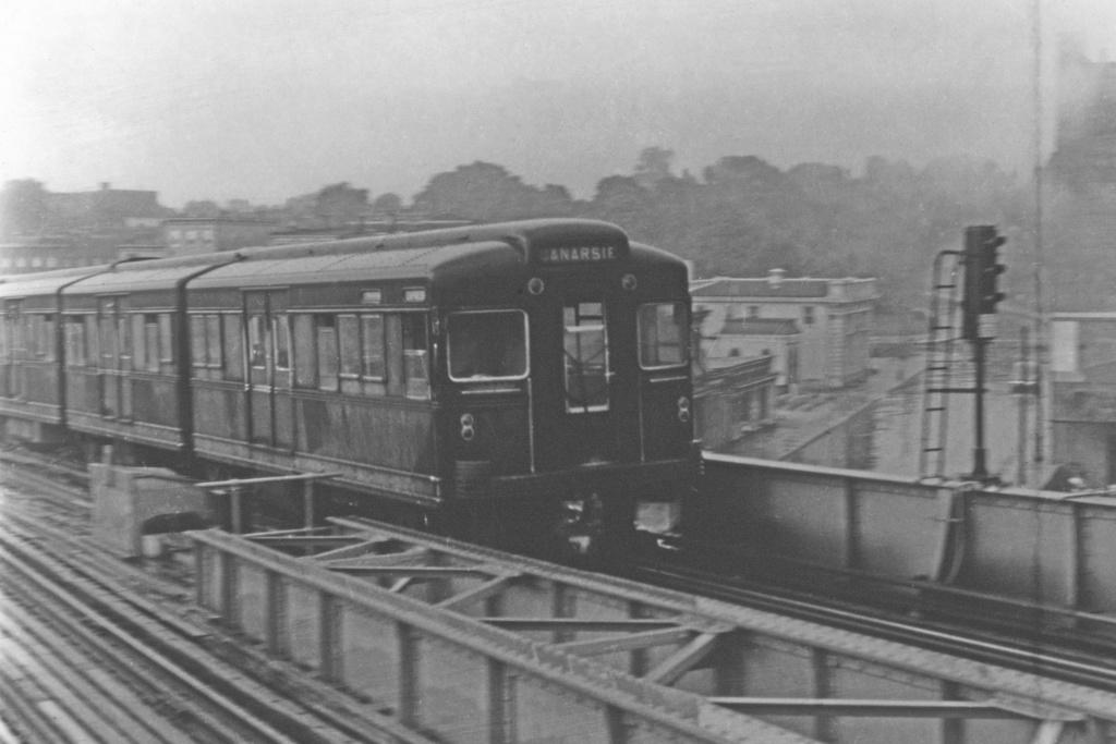 (241k, 1044x709)<br><b>Country:</b> United States<br><b>City:</b> New York<br><b>System:</b> New York City Transit<br><b>Line:</b> BMT Canarsie Line<br><b>Location:</b> Broadway Junction <br><b>Car:</b> BMT Bluebird  <br><b>Collection of:</b> David Pirmann<br><b>Viewed (this week/total):</b> 1 / 4180
