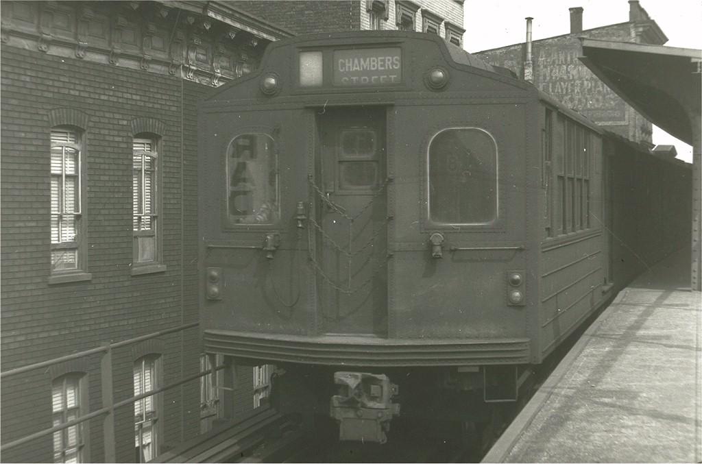 (152k, 1024x677)<br><b>Country:</b> United States<br><b>City:</b> New York<br><b>System:</b> New York City Transit<br><b>Line:</b> BMT Nassau Street/Jamaica Line<br><b>Location:</b> Myrtle Avenue <br><b>Car:</b> BMT Multi  <br><b>Photo by:</b> Harry Pinsker<br><b>Date:</b> 6/2/1960<br><b>Viewed (this week/total):</b> 4 / 3869