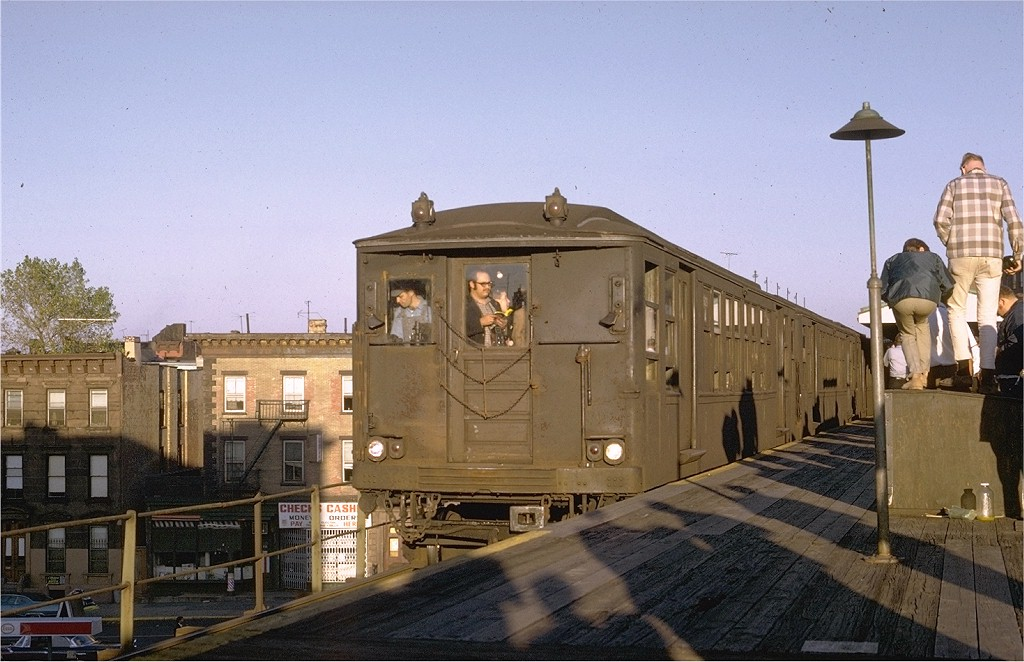(189k, 1024x662)<br><b>Country:</b> United States<br><b>City:</b> New York<br><b>System:</b> New York City Transit<br><b>Line:</b> BMT Myrtle Avenue Line<br><b>Location:</b> Vanderbilt Avenue <br><b>Route:</b> Fan Trip<br><b>Car:</b> BMT Q 1616 <br><b>Photo by:</b> Joe Testagrose<br><b>Date:</b> 10/4/1969<br><b>Viewed (this week/total):</b> 1 / 8596