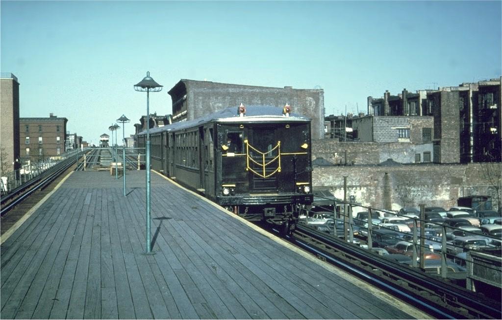 (190k, 1024x654)<br><b>Country:</b> United States<br><b>City:</b> New York<br><b>System:</b> New York City Transit<br><b>Line:</b> BMT Myrtle Avenue Line<br><b>Location:</b> Sumner Avenue <br><b>Car:</b> BMT Q 1617 <br><b>Photo by:</b> Joe Testagrose<br><b>Date:</b> 5/1963<br><b>Viewed (this week/total):</b> 0 / 6618
