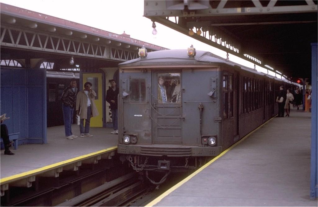 (143k, 1024x669)<br><b>Country:</b> United States<br><b>City:</b> New York<br><b>System:</b> New York City Transit<br><b>Line:</b> IRT White Plains Road Line<br><b>Location:</b> East 180th Street <br><b>Route:</b> Fan Trip<br><b>Car:</b> BMT Q 1622 <br><b>Photo by:</b> Joe Testagrose<br><b>Date:</b> 10/31/1970<br><b>Viewed (this week/total):</b> 0 / 3083