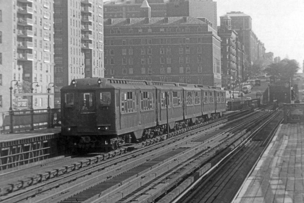 (178k, 1024x670)<br><b>Country:</b> United States<br><b>City:</b> New York<br><b>System:</b> New York City Transit<br><b>Line:</b> IRT West Side Line<br><b>Location:</b> 125th Street <br><b>Car:</b> Low-V 4192 <br><b>Collection of:</b> David Pirmann<br><b>Viewed (this week/total):</b> 1 / 3336