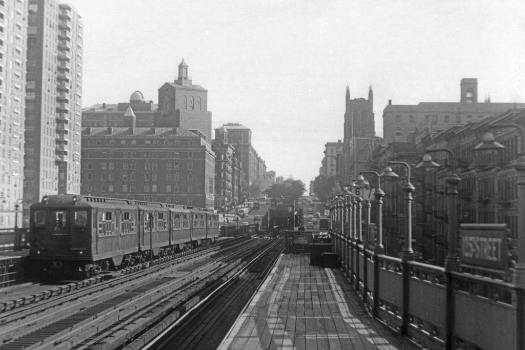 (242k, 1024x683)<br><b>Country:</b> United States<br><b>City:</b> New York<br><b>System:</b> New York City Transit<br><b>Line:</b> IRT West Side Line<br><b>Location:</b> 125th Street <br><b>Car:</b> Low-V 4192 <br><b>Collection of:</b> David Pirmann<br><b>Viewed (this week/total):</b> 3 / 4249