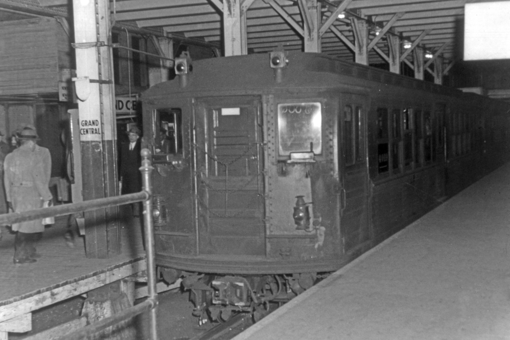 (208k, 1024x683)<br><b>Country:</b> United States<br><b>City:</b> New York<br><b>System:</b> New York City Transit<br><b>Line:</b> IRT Times Square-Grand Central Shuttle<br><b>Location:</b> Grand Central <br><b>Car:</b> Low-V 4022 <br><b>Photo by:</b> Arthur Lonto<br><b>Collection of:</b> David Pirmann<br><b>Viewed (this week/total):</b> 3 / 4788
