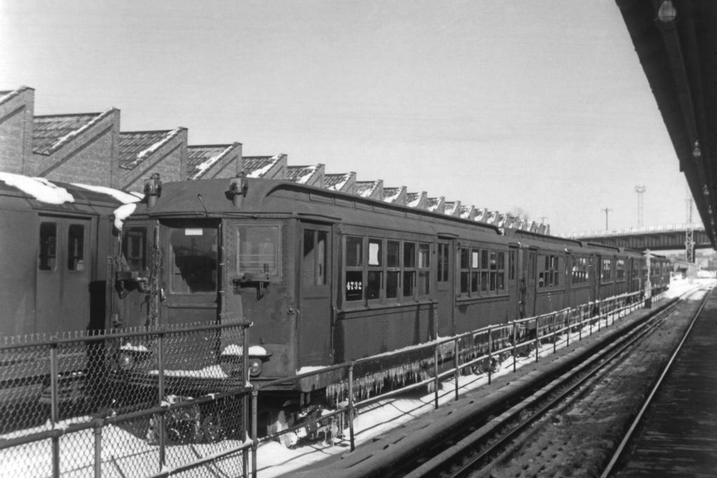 (265k, 1044x706)<br><b>Country:</b> United States<br><b>City:</b> New York<br><b>System:</b> New York City Transit<br><b>Location:</b> East 180th Street Yard<br><b>Car:</b> Low-V 4732 <br><b>Collection of:</b> David Pirmann<br><b>Viewed (this week/total):</b> 1 / 2574