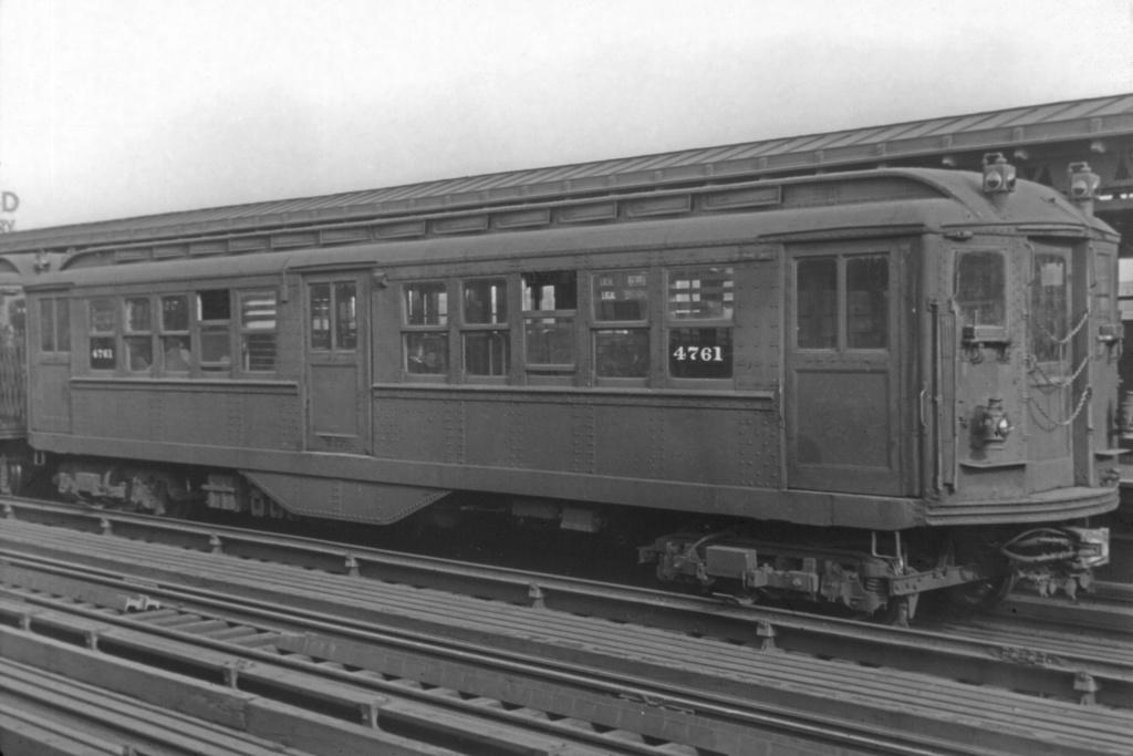 (212k, 1044x703)<br><b>Country:</b> United States<br><b>City:</b> New York<br><b>System:</b> New York City Transit<br><b>Line:</b> IRT Woodlawn Line<br><b>Location:</b> 167th Street <br><b>Route:</b> Polo Grounds Shuttle<br><b>Car:</b> Low-V 4761 <br><b>Collection of:</b> David Pirmann<br><b>Viewed (this week/total):</b> 0 / 3434