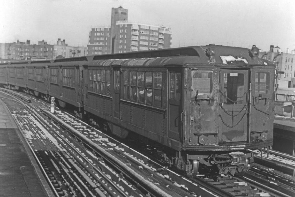 (272k, 1044x707)<br><b>Country:</b> United States<br><b>City:</b> New York<br><b>System:</b> New York City Transit<br><b>Line:</b> IRT Woodlawn Line<br><b>Location:</b> Bedford Park Boulevard <br><b>Car:</b> Low-V 4966 <br><b>Collection of:</b> David Pirmann<br><b>Viewed (this week/total):</b> 0 / 2847