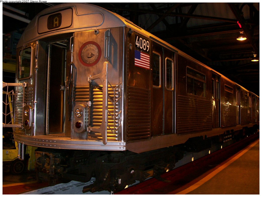 (164k, 1044x788)<br><b>Country:</b> United States<br><b>City:</b> New York<br><b>System:</b> New York City Transit<br><b>Location:</b> 207th Street Shop<br><b>Car:</b> R-38 (St. Louis, 1966-1967)  4089 <br><b>Photo by:</b> Glenn L. Rowe<br><b>Date:</b> 1/16/2007<br><b>Viewed (this week/total):</b> 2 / 4230
