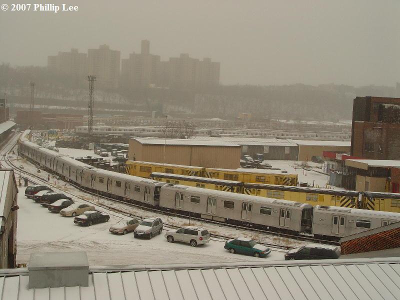 (73k, 800x600)<br><b>Country:</b> United States<br><b>City:</b> New York<br><b>System:</b> New York City Transit<br><b>Location:</b> 207th Street Yard<br><b>Car:</b> R-110B (Bombardier, 1992)  <br><b>Photo by:</b> Phillip Lee<br><b>Date:</b> 2/14/2007<br><b>Viewed (this week/total):</b> 1 / 5612