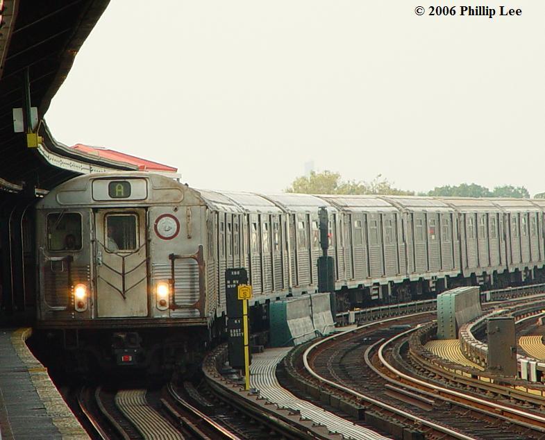 (79k, 785x634)<br><b>Country:</b> United States<br><b>City:</b> New York<br><b>System:</b> New York City Transit<br><b>Line:</b> IND Fulton Street Line<br><b>Location:</b> Rockaway Boulevard <br><b>Route:</b> A<br><b>Car:</b> R-38 (St. Louis, 1966-1967)   <br><b>Photo by:</b> Phillip Lee<br><b>Date:</b> 10/18/2006<br><b>Viewed (this week/total):</b> 0 / 2369