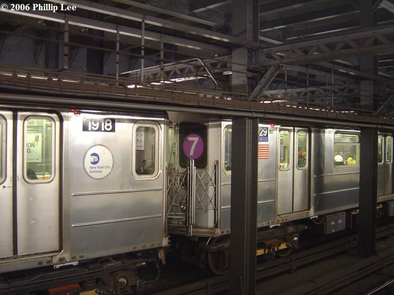 (78k, 804x603)<br><b>Country:</b> United States<br><b>City:</b> New York<br><b>System:</b> New York City Transit<br><b>Line:</b> IRT West Side Line<br><b>Location:</b> Chambers Street <br><b>Route:</b> 3<br><b>Car:</b> R-62A (Bombardier, 1984-1987)  1918 <br><b>Photo by:</b> Phillip Lee<br><b>Date:</b> 11/20/2006<br><b>Notes:</b> Note wrong sign in middle of train.<br><b>Viewed (this week/total):</b> 4 / 4446