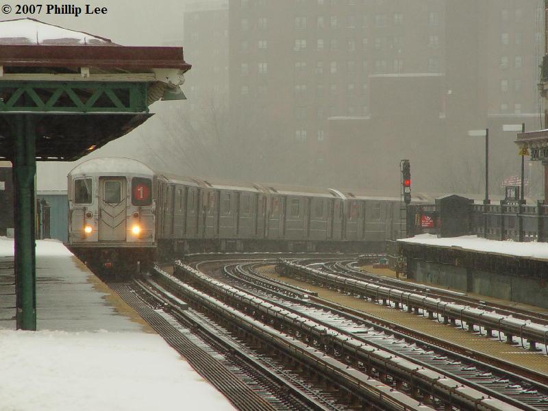 (76k, 800x600)<br><b>Country:</b> United States<br><b>City:</b> New York<br><b>System:</b> New York City Transit<br><b>Line:</b> IRT West Side Line<br><b>Location:</b> 207th Street <br><b>Route:</b> 1<br><b>Car:</b> R-62A (Bombardier, 1984-1987)   <br><b>Photo by:</b> Phillip Lee<br><b>Date:</b> 2/14/2007<br><b>Viewed (this week/total):</b> 0 / 2923