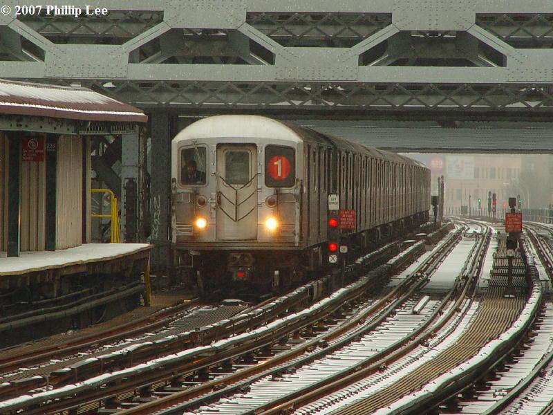 (107k, 800x600)<br><b>Country:</b> United States<br><b>City:</b> New York<br><b>System:</b> New York City Transit<br><b>Line:</b> IRT West Side Line<br><b>Location:</b> 215th Street <br><b>Route:</b> 1<br><b>Car:</b> R-62A (Bombardier, 1984-1987)   <br><b>Photo by:</b> Phillip Lee<br><b>Date:</b> 2/14/2007<br><b>Viewed (this week/total):</b> 0 / 2608
