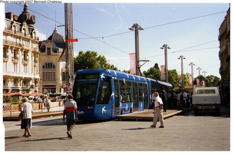 (106k, 820x541)<br><b>Country:</b> France<br><b>City:</b> Montpellier<br><b>System:</b> Transports de l'Agglomération de Montpellier (TAM)<br><b>Location:</b> Pl. de la Comédie (1) <br><b>Car:</b> Citadis Type 301 (Alstom, 2000)  2017 <br><b>Photo by:</b> Bernard Chatreau<br><b>Date:</b> 4/7/2000<br><b>Viewed (this week/total):</b> 1 / 753