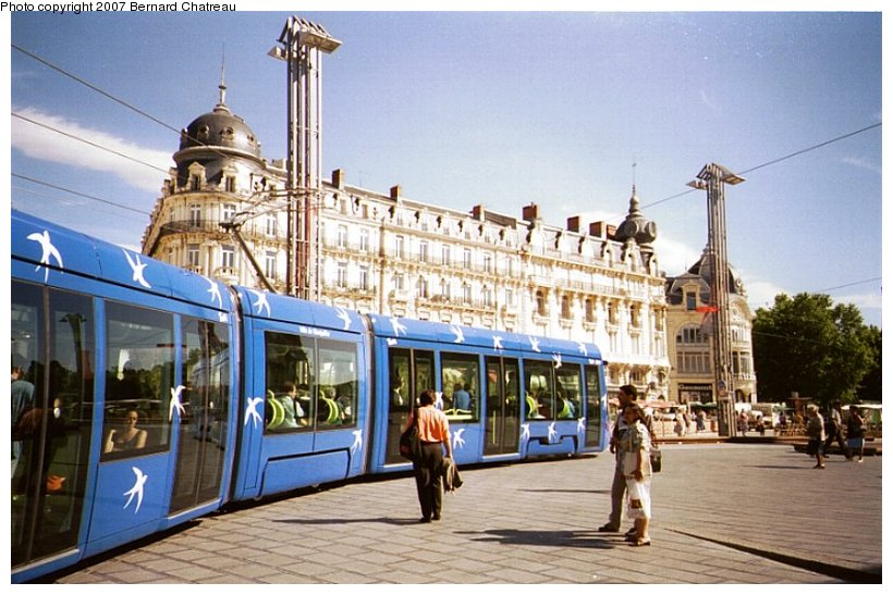 (110k, 820x547)<br><b>Country:</b> France<br><b>City:</b> Montpellier<br><b>System:</b> Transports de l'Agglomération de Montpellier (TAM)<br><b>Location:</b> Pl. de la Comédie (1) <br><b>Car:</b> Citadis Type 301 (Alstom, 2000)  2017 <br><b>Photo by:</b> Bernard Chatreau<br><b>Date:</b> 4/7/2000<br><b>Viewed (this week/total):</b> 3 / 693