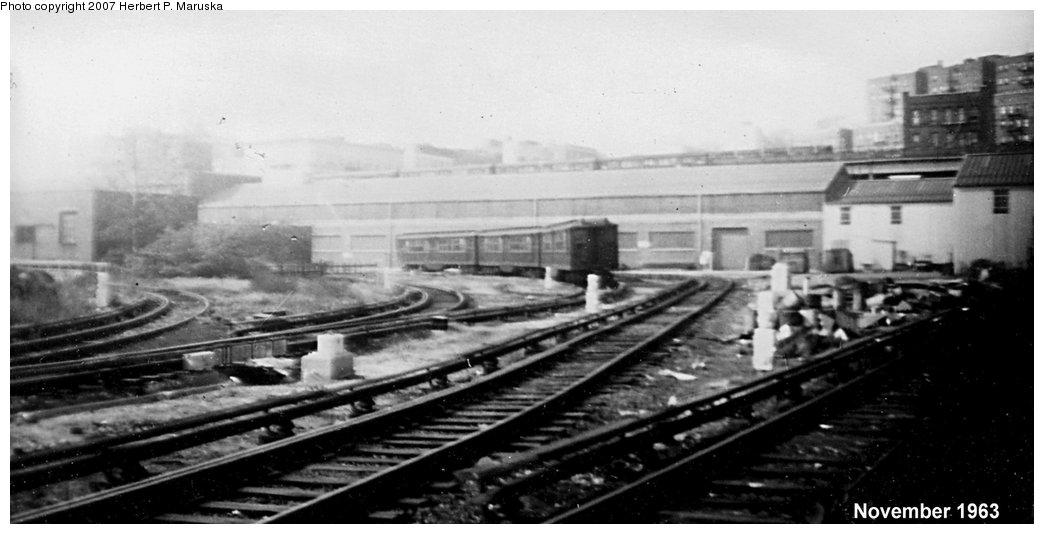 (97k, 1044x534)<br><b>Country:</b> United States<br><b>City:</b> New York<br><b>System:</b> New York City Transit<br><b>Location:</b> 207th Street Yard<br><b>Car:</b> Low-V  <br><b>Photo by:</b> Herbert P. Maruska<br><b>Date:</b> 11/1963<br><b>Viewed (this week/total):</b> 0 / 2421