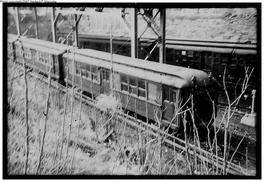 (171k, 1044x721)<br><b>Country:</b> United States<br><b>City:</b> New York<br><b>System:</b> New York City Transit<br><b>Location:</b> Concourse Yard<br><b>Car:</b> Low-V  <br><b>Photo by:</b> Herbert P. Maruska<br><b>Date:</b> 11/1963<br><b>Viewed (this week/total):</b> 2 / 1825