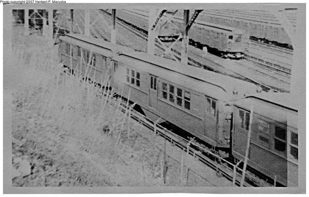 (152k, 1044x667)<br><b>Country:</b> United States<br><b>City:</b> New York<br><b>System:</b> New York City Transit<br><b>Location:</b> Concourse Yard<br><b>Car:</b> Low-V  <br><b>Photo by:</b> Herbert P. Maruska<br><b>Date:</b> 11/1963<br><b>Viewed (this week/total):</b> 3 / 1816