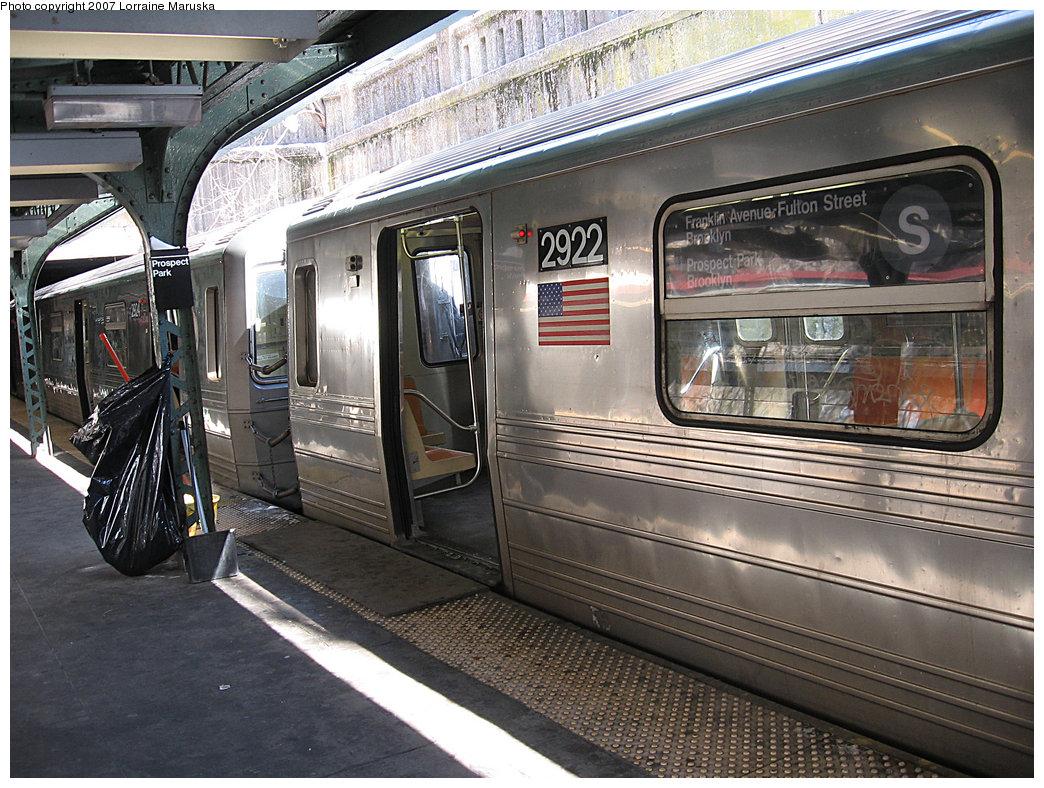 (278k, 1044x788)<br><b>Country:</b> United States<br><b>City:</b> New York<br><b>System:</b> New York City Transit<br><b>Line:</b> BMT Franklin<br><b>Location:</b> Prospect Park <br><b>Route:</b> Franklin Shuttle<br><b>Car:</b> R-68 (Westinghouse-Amrail, 1986-1988)  2922 <br><b>Photo by:</b> Lorraine Maruska<br><b>Date:</b> 3/7/2007<br><b>Viewed (this week/total):</b> 1 / 4514