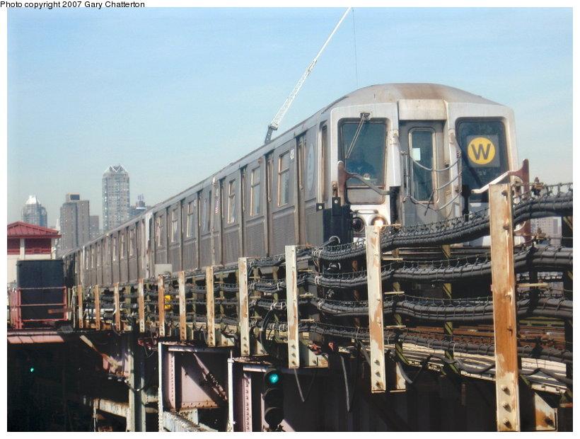 (112k, 820x620)<br><b>Country:</b> United States<br><b>City:</b> New York<br><b>System:</b> New York City Transit<br><b>Line:</b> BMT Astoria Line<br><b>Location:</b> Queensborough Plaza <br><b>Route:</b> W<br><b>Car:</b> R-40 (St. Louis, 1968)  4288 <br><b>Photo by:</b> Gary Chatterton<br><b>Date:</b> 3/9/2007<br><b>Viewed (this week/total):</b> 0 / 2639
