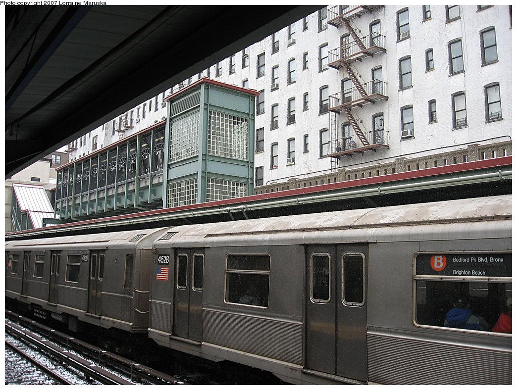 (282k, 1044x788)<br><b>Country:</b> United States<br><b>City:</b> New York<br><b>System:</b> New York City Transit<br><b>Line:</b> BMT Brighton Line<br><b>Location:</b> Prospect Park <br><b>Route:</b> B<br><b>Car:</b> R-40M (St. Louis, 1969)  4528 <br><b>Photo by:</b> Lorraine Maruska<br><b>Date:</b> 3/6/2007<br><b>Viewed (this week/total):</b> 0 / 2605