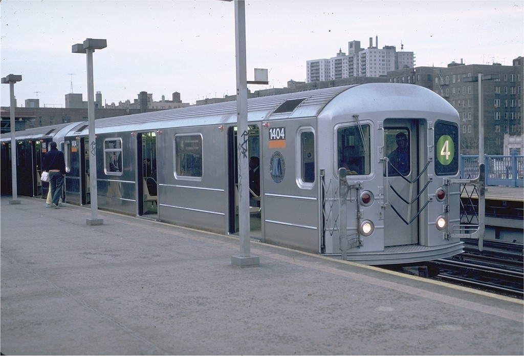 (177k, 1024x695)<br><b>Country:</b> United States<br><b>City:</b> New York<br><b>System:</b> New York City Transit<br><b>Line:</b> IRT Woodlawn Line<br><b>Location:</b> 161st Street/River Avenue (Yankee Stadium) <br><b>Route:</b> 4<br><b>Car:</b> R-62 (Kawasaki, 1983-1985)  1404 <br><b>Photo by:</b> Eric Oszustowicz<br><b>Collection of:</b> Joe Testagrose<br><b>Date:</b> 4/20/1986<br><b>Viewed (this week/total):</b> 0 / 5252