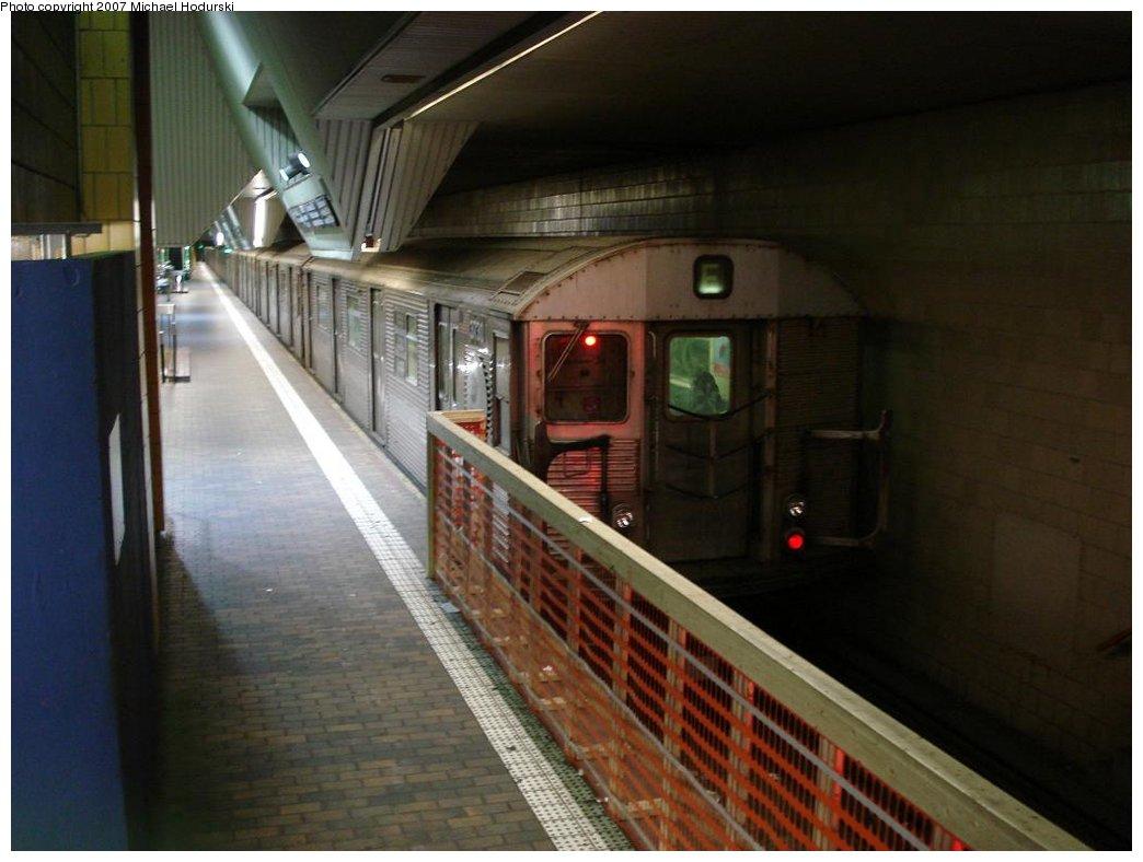 (139k, 1044x788)<br><b>Country:</b> United States<br><b>City:</b> New York<br><b>System:</b> New York City Transit<br><b>Line:</b> IND Queens Boulevard Line<br><b>Location:</b> Jamaica Center/Parsons-Archer <br><b>Route:</b> E<br><b>Car:</b> R-32 (Budd, 1964)  3730 <br><b>Photo by:</b> Michael Hodurski<br><b>Date:</b> 3/11/2007<br><b>Viewed (this week/total):</b> 0 / 3361
