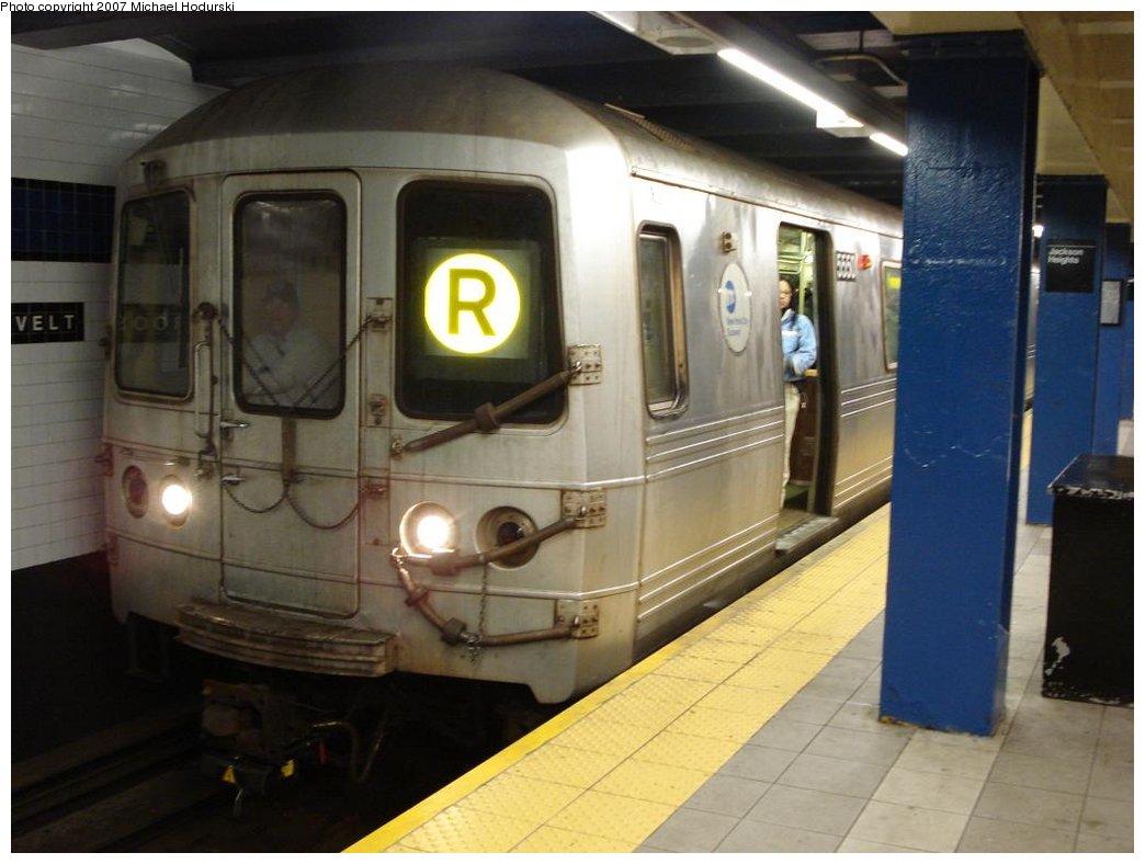 (144k, 1044x788)<br><b>Country:</b> United States<br><b>City:</b> New York<br><b>System:</b> New York City Transit<br><b>Line:</b> IND Queens Boulevard Line<br><b>Location:</b> Roosevelt Avenue <br><b>Route:</b> R<br><b>Car:</b> R-46 (Pullman-Standard, 1974-75) 5550 <br><b>Photo by:</b> Michael Hodurski<br><b>Date:</b> 3/17/2007<br><b>Viewed (this week/total):</b> 4 / 2655
