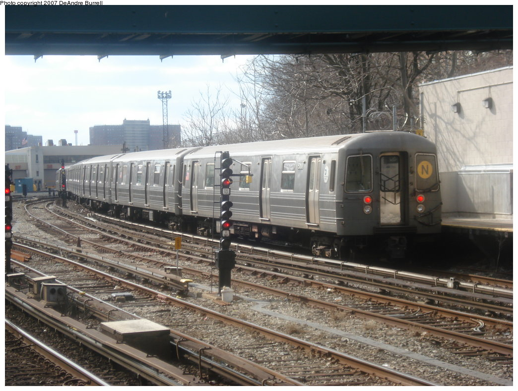 (207k, 1044x788)<br><b>Country:</b> United States<br><b>City:</b> New York<br><b>System:</b> New York City Transit<br><b>Line:</b> BMT Sea Beach Line<br><b>Location:</b> 86th Street <br><b>Route:</b> N<br><b>Car:</b> R-68A (Kawasaki, 1988-1989)  5068 <br><b>Photo by:</b> DeAndre Burrell<br><b>Date:</b> 3/5/2007<br><b>Viewed (this week/total):</b> 0 / 1940