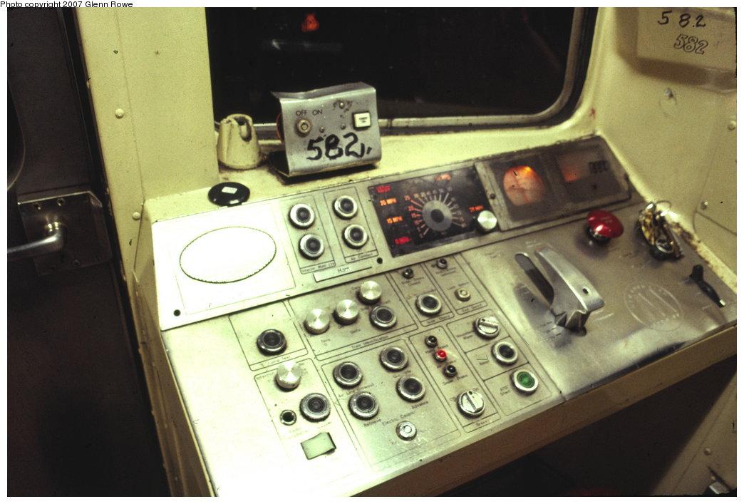 (131k, 1044x707)<br><b>Country:</b> United States<br><b>City:</b> New York<br><b>System:</b> New York City Transit<br><b>Car:</b> R-46 (Pullman-Standard, 1974-75) 582 <br><b>Photo by:</b> Glenn L. Rowe<br><b>Date:</b> 9/6/1990<br><b>Notes:</b> Original P-wire console of R46.<br><b>Viewed (this week/total):</b> 5 / 5203