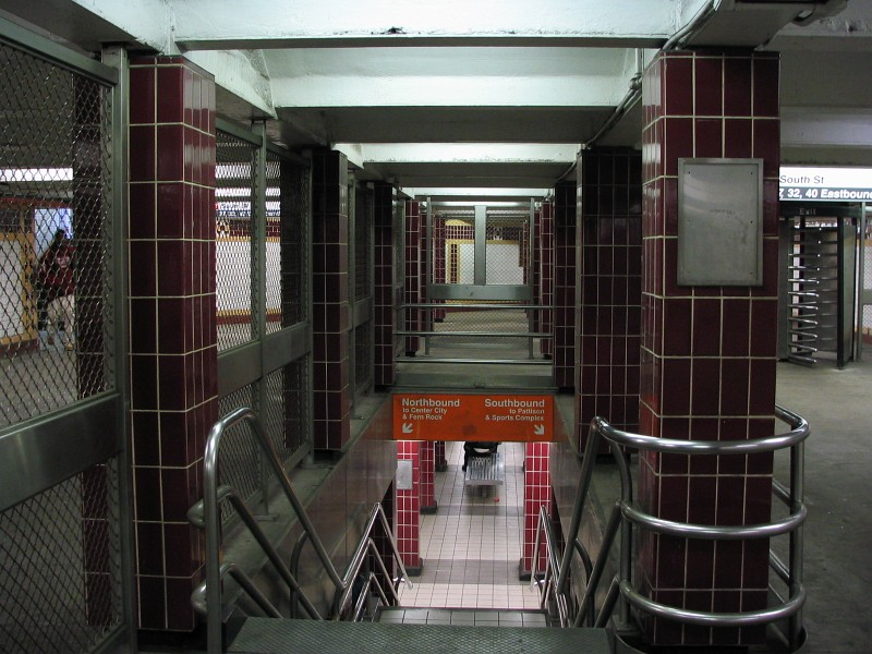 (147k, 800x600)<br><b>Country:</b> United States<br><b>City:</b> Philadelphia, PA<br><b>System:</b> SEPTA (or Predecessor)<br><b>Line:</b> Broad Street Subway<br><b>Location:</b> Lombard-South <br><b>Photo by:</b> Dante D. Angerville<br><b>Date:</b> 2/28/2007<br><b>Notes:</b> Mezzanine<br><b>Viewed (this week/total):</b> 1 / 3478