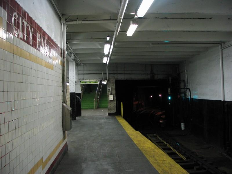(112k, 800x600)<br><b>Country:</b> United States<br><b>City:</b> Philadelphia, PA<br><b>System:</b> SEPTA (or Predecessor)<br><b>Line:</b> Broad Street Subway<br><b>Location:</b> City Hall <br><b>Photo by:</b> Dante D. Angerville<br><b>Date:</b> 2/28/2007<br><b>Notes:</b> Northbound platform<br><b>Viewed (this week/total):</b> 1 / 3294