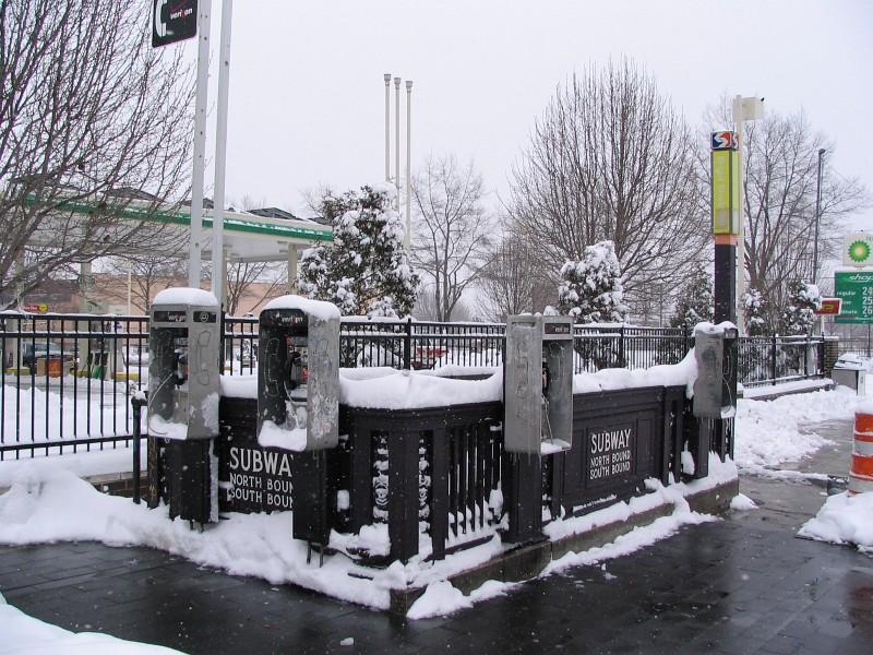(189k, 800x600)<br><b>Country:</b> United States<br><b>City:</b> Philadelphia, PA<br><b>System:</b> SEPTA (or Predecessor)<br><b>Line:</b> Broad Street Subway<br><b>Location:</b> Girard <br><b>Photo by:</b> Dante D. Angerville<br><b>Date:</b> 2/12/2006<br><b>Notes:</b> Street entrance<br><b>Viewed (this week/total):</b> 1 / 2955