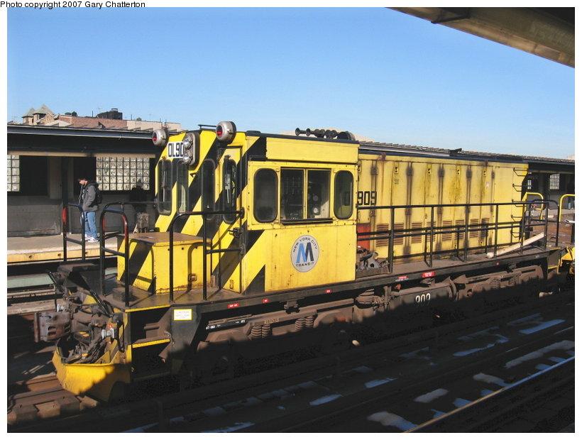 (110k, 820x620)<br><b>Country:</b> United States<br><b>City:</b> New York<br><b>System:</b> New York City Transit<br><b>Line:</b> IRT Flushing Line<br><b>Location:</b> 40th Street/Lowery Street <br><b>Route:</b> Work Service<br><b>Car:</b> R-120 Locomotive  909 <br><b>Photo by:</b> Gary Chatterton<br><b>Date:</b> 3/9/2007<br><b>Viewed (this week/total):</b> 2 / 1438