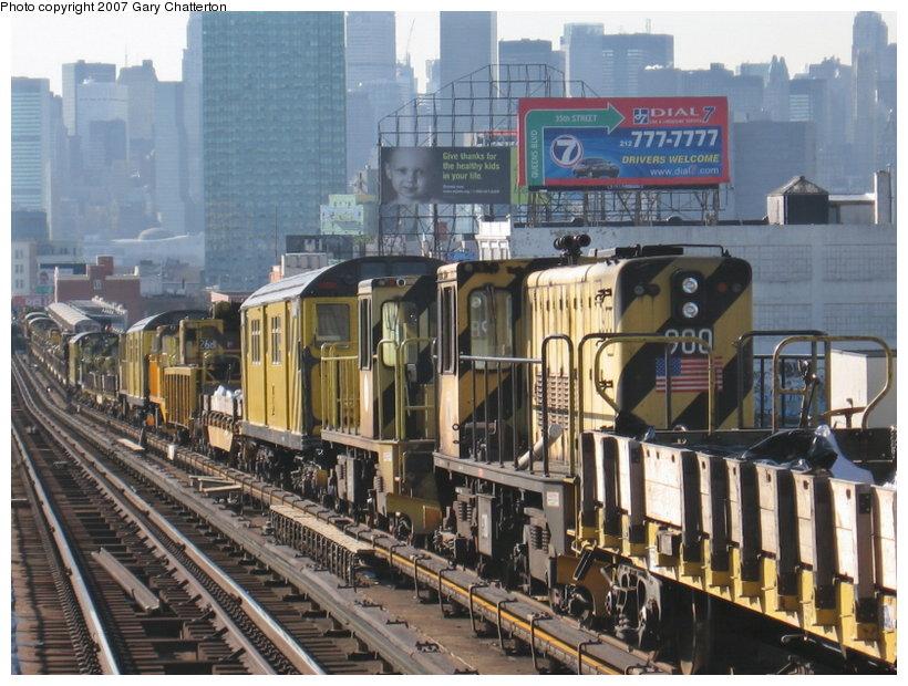 (137k, 820x620)<br><b>Country:</b> United States<br><b>City:</b> New York<br><b>System:</b> New York City Transit<br><b>Line:</b> IRT Flushing Line<br><b>Location:</b> 40th Street/Lowery Street <br><b>Route:</b> Work Service<br><b>Car:</b> R-77 Locomotive  900 <br><b>Photo by:</b> Gary Chatterton<br><b>Date:</b> 3/9/2007<br><b>Viewed (this week/total):</b> 3 / 2002