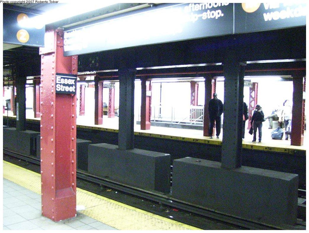 (246k, 1044x788)<br><b>Country:</b> United States<br><b>City:</b> New York<br><b>System:</b> New York City Transit<br><b>Line:</b> BMT Nassau Street/Jamaica Line<br><b>Location:</b> Essex Street <br><b>Photo by:</b> Roberto C. Tobar<br><b>Date:</b> 3/23/2007<br><b>Viewed (this week/total):</b> 0 / 2275