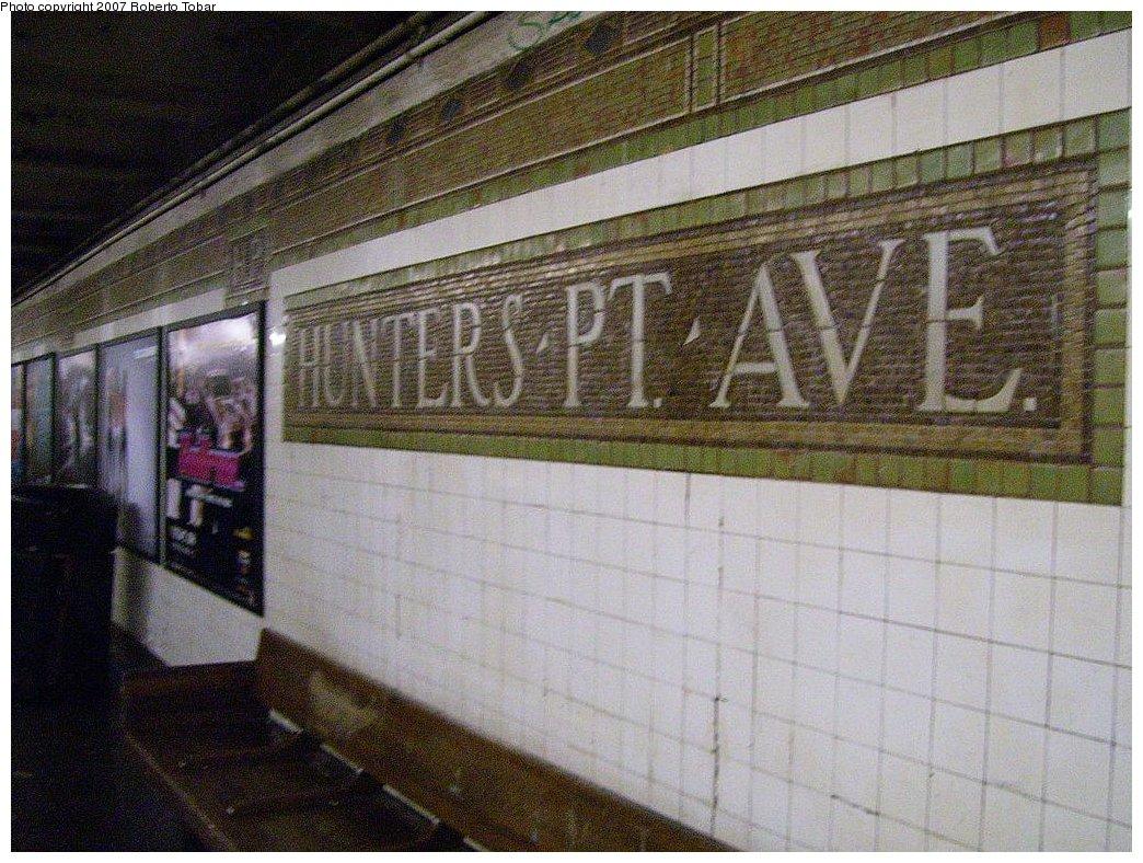 (233k, 1044x788)<br><b>Country:</b> United States<br><b>City:</b> New York<br><b>System:</b> New York City Transit<br><b>Line:</b> IRT Flushing Line<br><b>Location:</b> Hunterspoint Avenue <br><b>Photo by:</b> Roberto C. Tobar<br><b>Date:</b> 3/23/2007<br><b>Viewed (this week/total):</b> 0 / 1426
