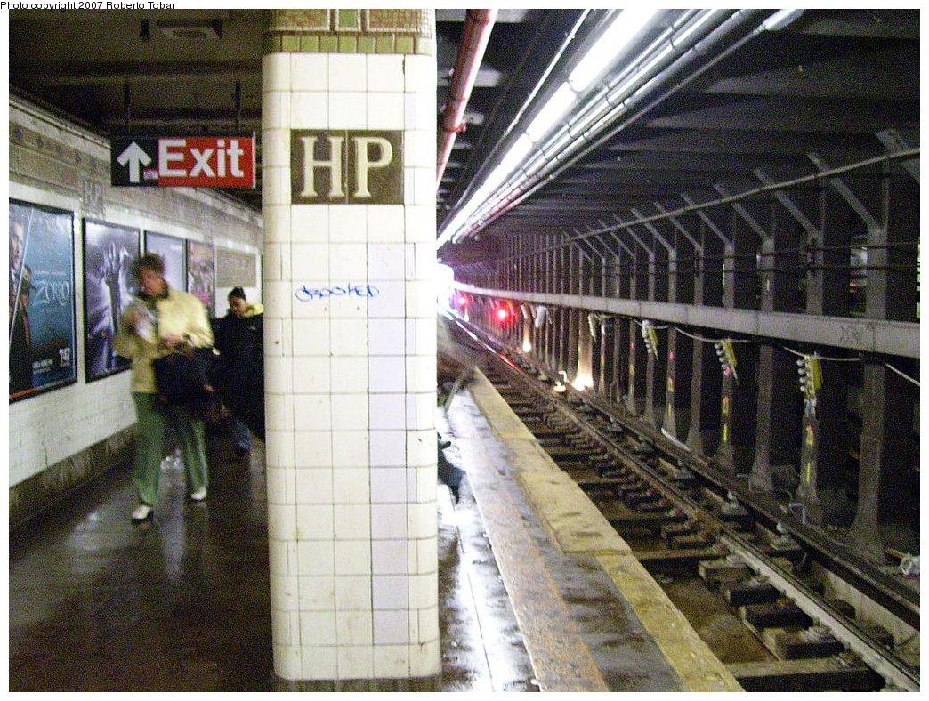 (252k, 1044x788)<br><b>Country:</b> United States<br><b>City:</b> New York<br><b>System:</b> New York City Transit<br><b>Line:</b> IRT Flushing Line<br><b>Location:</b> Hunterspoint Avenue <br><b>Photo by:</b> Roberto C. Tobar<br><b>Date:</b> 3/23/2007<br><b>Viewed (this week/total):</b> 0 / 2277