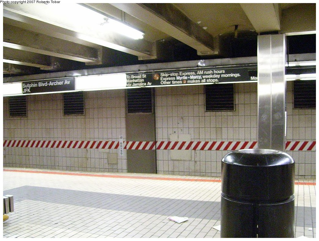 (238k, 1044x788)<br><b>Country:</b> United States<br><b>City:</b> New York<br><b>System:</b> New York City Transit<br><b>Line:</b> BMT Nassau Street/Jamaica Line<br><b>Location:</b> Sutphin Blvd.-Archer Ave./JFK <br><b>Photo by:</b> Roberto C. Tobar<br><b>Date:</b> 3/23/2007<br><b>Notes:</b> Lower (J) level.<br><b>Viewed (this week/total):</b> 2 / 3542