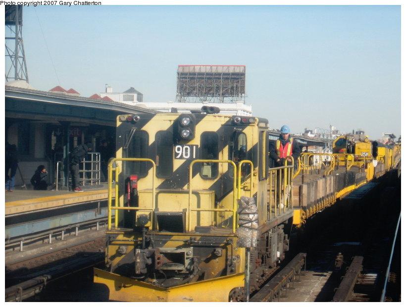 (102k, 820x620)<br><b>Country:</b> United States<br><b>City:</b> New York<br><b>System:</b> New York City Transit<br><b>Line:</b> IRT Flushing Line<br><b>Location:</b> 33rd Street/Rawson Street <br><b>Route:</b> Work Service<br><b>Car:</b> R-77 Locomotive  901 <br><b>Photo by:</b> Gary Chatterton<br><b>Date:</b> 3/9/2007<br><b>Viewed (this week/total):</b> 0 / 1455