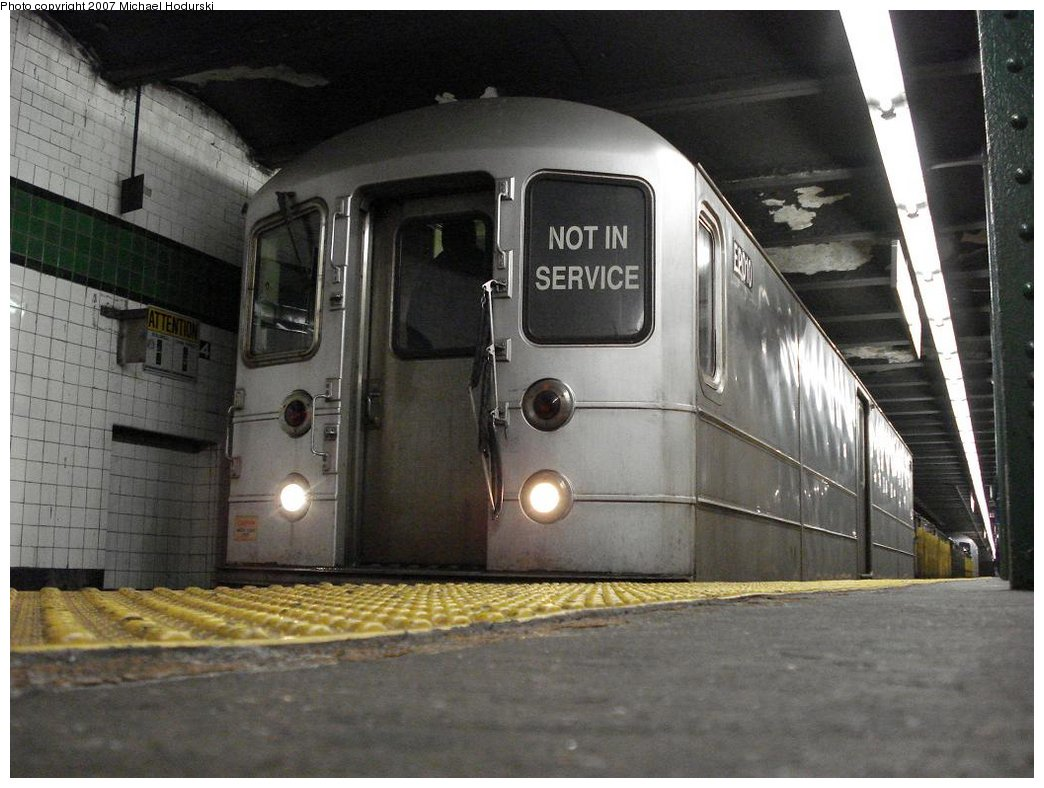(168k, 1044x788)<br><b>Country:</b> United States<br><b>City:</b> New York<br><b>System:</b> New York City Transit<br><b>Line:</b> IND 6th Avenue Line<br><b>Location:</b> West 4th Street/Washington Square <br><b>Route:</b> Work Service<br><b>Car:</b> R-127/R-134 (Kawasaki, 1991-1996) EP010 <br><b>Photo by:</b> Michael Hodurski<br><b>Date:</b> 3/25/2007<br><b>Viewed (this week/total):</b> 0 / 1973