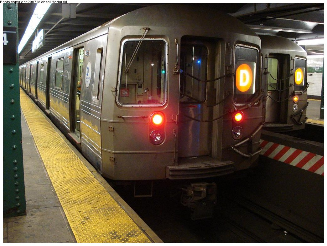 (190k, 1044x788)<br><b>Country:</b> United States<br><b>City:</b> New York<br><b>System:</b> New York City Transit<br><b>Line:</b> IND 6th Avenue Line<br><b>Location:</b> West 4th Street/Washington Square <br><b>Route:</b> D<br><b>Car:</b> R-68 (Westinghouse-Amrail, 1986-1988)  2608 <br><b>Photo by:</b> Michael Hodurski<br><b>Date:</b> 3/25/2007<br><b>Viewed (this week/total):</b> 0 / 3283