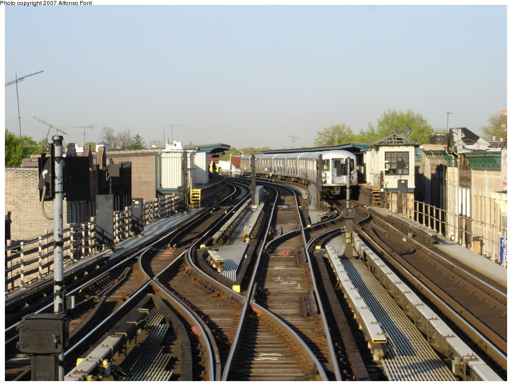 (204k, 1044x788)<br><b>Country:</b> United States<br><b>City:</b> New York<br><b>System:</b> New York City Transit<br><b>Line:</b> BMT Nassau Street/Jamaica Line<br><b>Location:</b> 111th Street <br><b>Photo by:</b> Alfonso Font, Jr.<br><b>Date:</b> 5/5/2005<br><b>Viewed (this week/total):</b> 1 / 3196