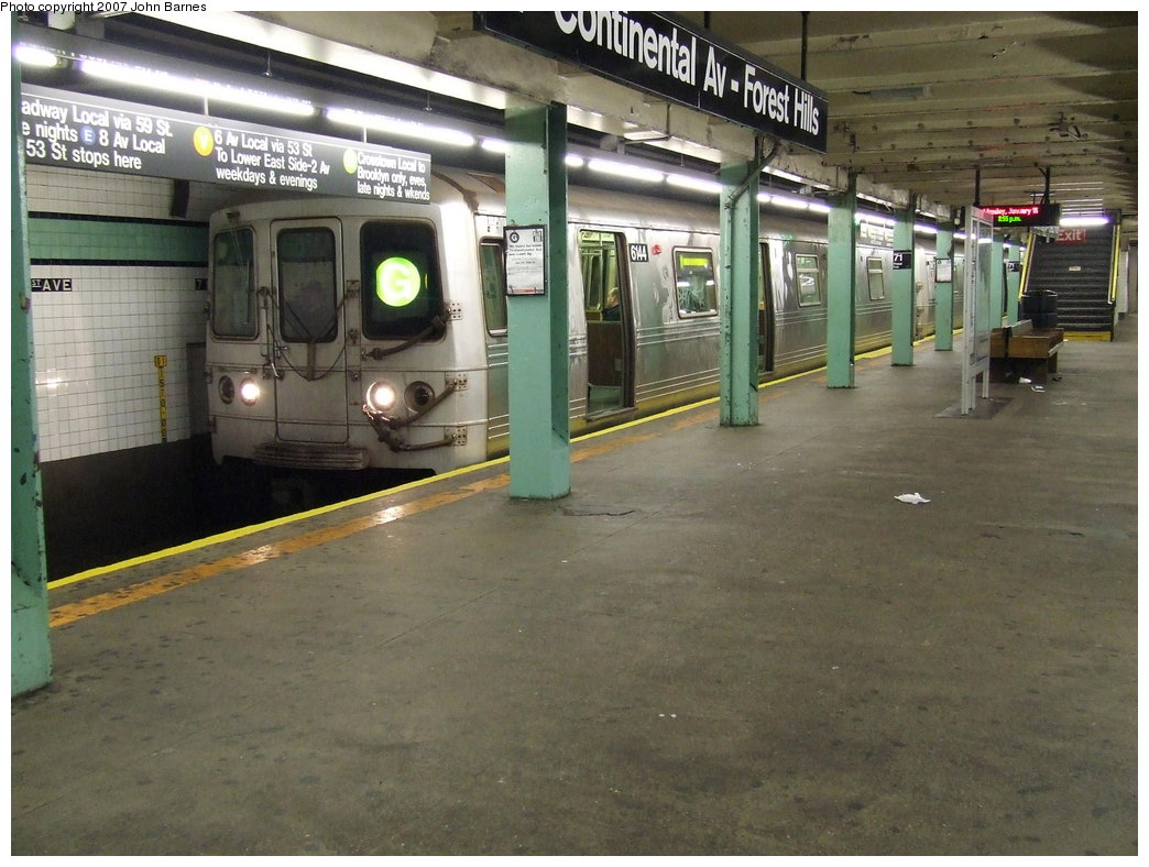 (181k, 1044x788)<br><b>Country:</b> United States<br><b>City:</b> New York<br><b>System:</b> New York City Transit<br><b>Line:</b> IND Queens Boulevard Line<br><b>Location:</b> 71st/Continental Aves./Forest Hills <br><b>Route:</b> G<br><b>Car:</b> R-46 (Pullman-Standard, 1974-75) 6144 <br><b>Photo by:</b> John Barnes<br><b>Date:</b> 1/15/2007<br><b>Viewed (this week/total):</b> 0 / 3793