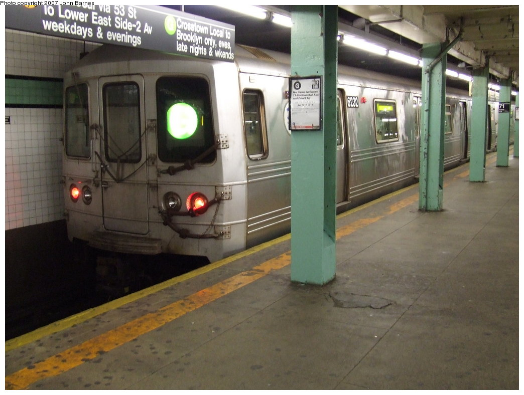 (159k, 1044x788)<br><b>Country:</b> United States<br><b>City:</b> New York<br><b>System:</b> New York City Transit<br><b>Line:</b> IND Queens Boulevard Line<br><b>Location:</b> 71st/Continental Aves./Forest Hills <br><b>Route:</b> G<br><b>Car:</b> R-46 (Pullman-Standard, 1974-75) 6232 <br><b>Photo by:</b> John Barnes<br><b>Date:</b> 1/11/2007<br><b>Viewed (this week/total):</b> 0 / 3380