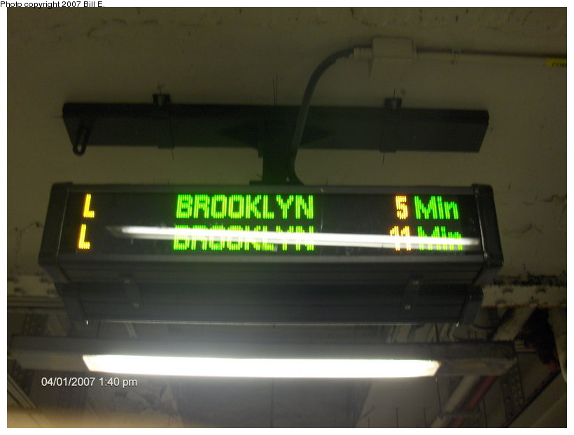 (65k, 820x622)<br><b>Country:</b> United States<br><b>City:</b> New York<br><b>System:</b> New York City Transit<br><b>Line:</b> BMT Canarsie Line<br><b>Location:</b> Union Square <br><b>Photo by:</b> Bill E.<br><b>Date:</b> 4/1/2007<br><b>Notes:</b> New train arrival indicator sign.<br><b>Viewed (this week/total):</b> 2 / 2592