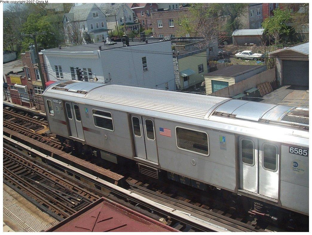 (224k, 1044x788)<br><b>Country:</b> United States<br><b>City:</b> New York<br><b>System:</b> New York City Transit<br><b>Line:</b> IRT White Plains Road Line<br><b>Location:</b> 241st Street <br><b>Car:</b> R-142 (Primary Order, Bombardier, 1999-2002)  6585 <br><b>Photo by:</b> Chris M.<br><b>Date:</b> 5/1/2005<br><b>Viewed (this week/total):</b> 0 / 3895
