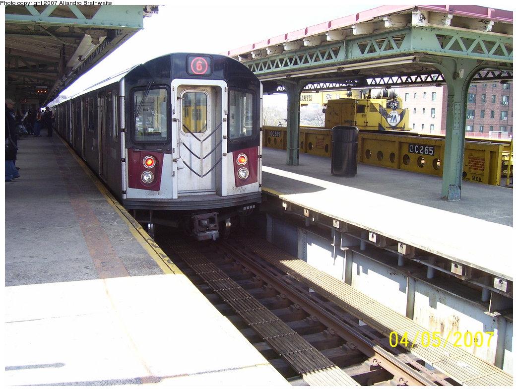 (197k, 1044x788)<br><b>Country:</b> United States<br><b>City:</b> New York<br><b>System:</b> New York City Transit<br><b>Line:</b> IRT Pelham Line<br><b>Location:</b> East 177th Street/Parkchester <br><b>Route:</b> 6<br><b>Car:</b> R-142A (Primary Order, Kawasaki, 1999-2002)  7211 <br><b>Photo by:</b> Aliandro Brathwaite<br><b>Date:</b> 4/5/2007<br><b>Viewed (this week/total):</b> 0 / 4074