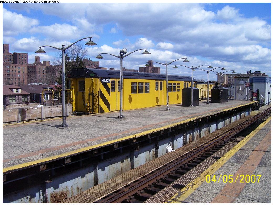 (232k, 1044x788)<br><b>Country:</b> United States<br><b>City:</b> New York<br><b>System:</b> New York City Transit<br><b>Line:</b> IRT Pelham Line<br><b>Location:</b> East 177th Street/Parkchester <br><b>Route:</b> Work Service<br><b>Car:</b> R-161 Rider Car (ex-R-33)  RD428 (ex-9038)<br><b>Photo by:</b> Aliandro Brathwaite<br><b>Date:</b> 4/5/2007<br><b>Viewed (this week/total):</b> 2 / 3052